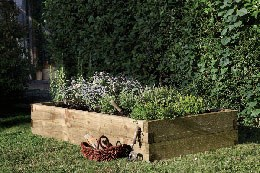 Large caledonian raised bed