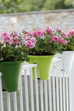 Round railing pots