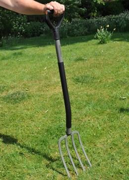 Fiskars lightweight digging fork