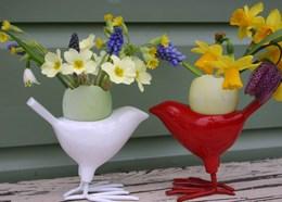 Bird egg cup